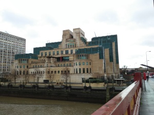 MI6 Headquarter Vauxhall London IMG20151221131524